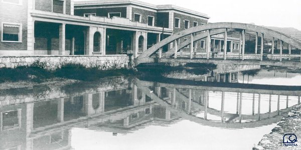 View of the popularly named La Papelera Bridge over the Oiartzun River, circa 1960